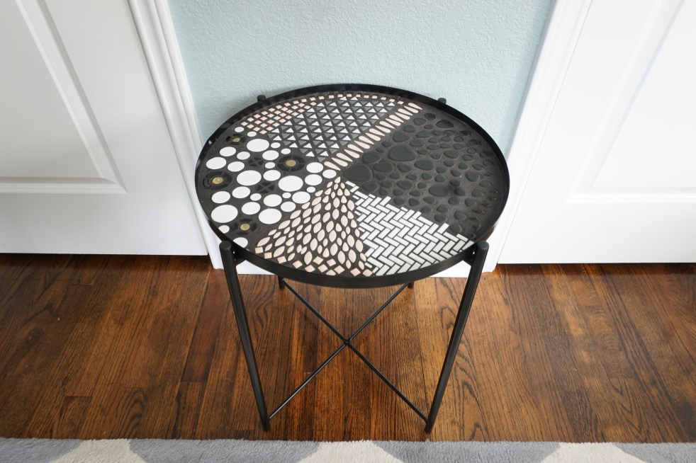 These mosaic table tops were so fun to make. Here is the tutorial to make your own DIY mosaic table, ideas, and sources for materials. #mosaictable #mosaictabletop #mosaictableideas #DIYmosaictable #mosaictableDIY #DIYmosaictabletop #mosaictablepatterns #mosaictabledesigns
